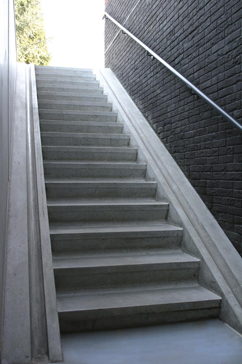 Betontrap met dubbele fietsgoot te soest du mont beton - Eigentijds trap beton ...